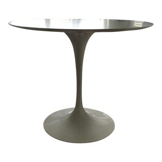Saarinen Carrara Satin Finish Round Dining Table
