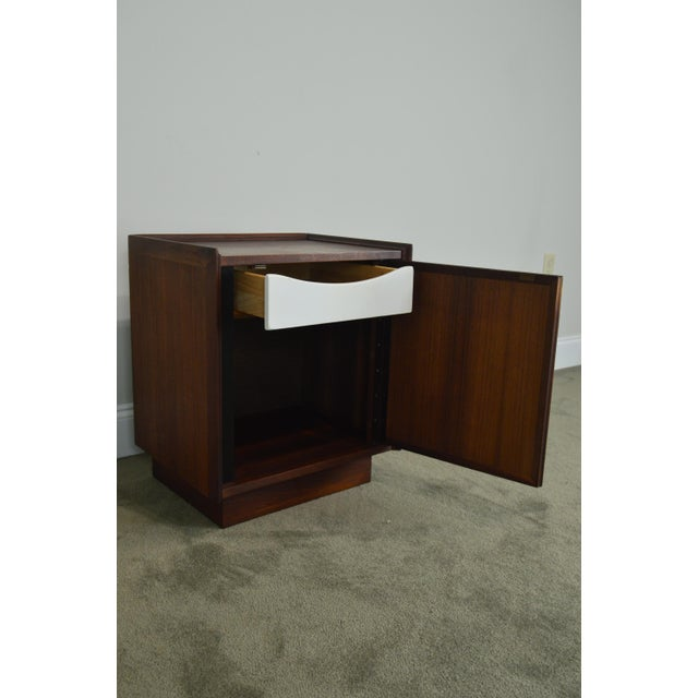 Milo Baughman for Dillingham Mid Century Modern Walnut Nightstand For Sale - Image 12 of 13