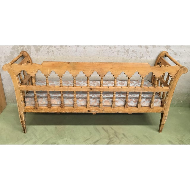 19th Century Large Pine Country Bench or Daybed For Sale In Miami - Image 6 of 11