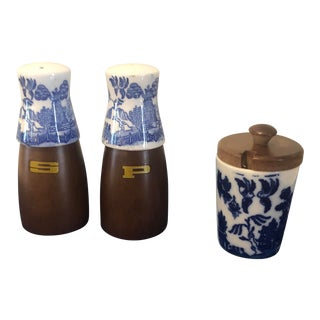 1970s Mid Century Blue Willow Salt and Pepper Shaker Set-Set of 3 For Sale