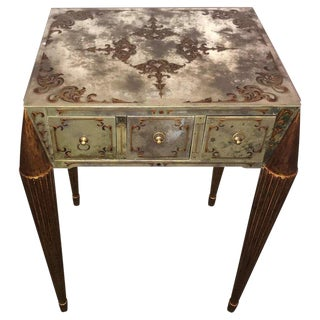 End or Lamp Table With Gilt Legs and Églomisé Designed Mirrored Top and Sides For Sale