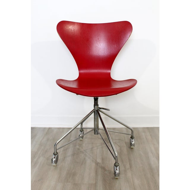For your consideration is an original, rolling accent side chair, made in Denmark, by Arne Jacobsen for Fritz Hansen,...