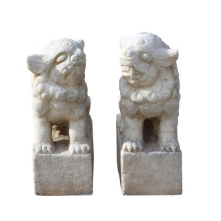 Distressed White Marble Stone Chinese Hand Carved Pair Foo Dog Statue For Sale