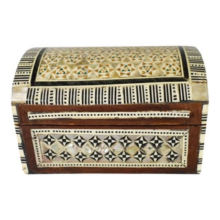 Early 20th Century Moroccan Marquetry Inlaid Mother of Pearl Box For Sale