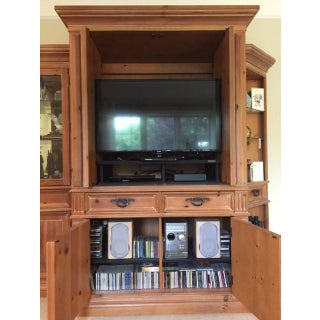 Thomasville Santiago Entertainment Center / Armoire Preview