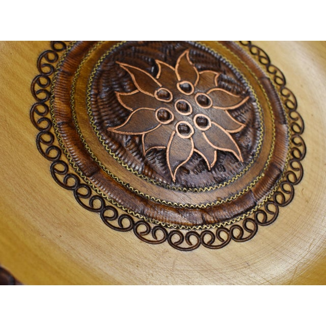 English Vintage Hand Carved Wooden Plate with Inlaid Brass and Copper For Sale - Image 3 of 6