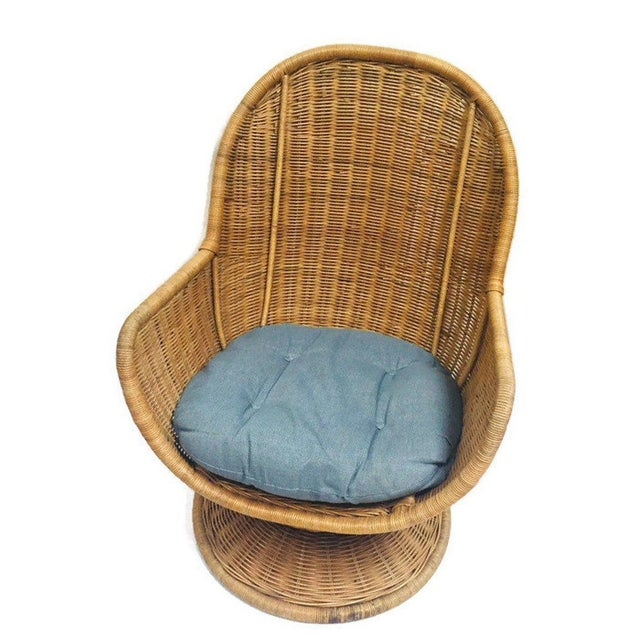 1980s Vintage Sculpted Rattan Egg Chair Swivel Wicker Club Chair For Sale - Image 9 of 13