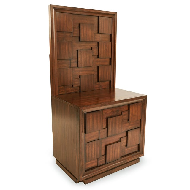 Pair of American Mid-Century mahogany bedside tables / commodes with 2 drawers and an high back panel with a geometric...