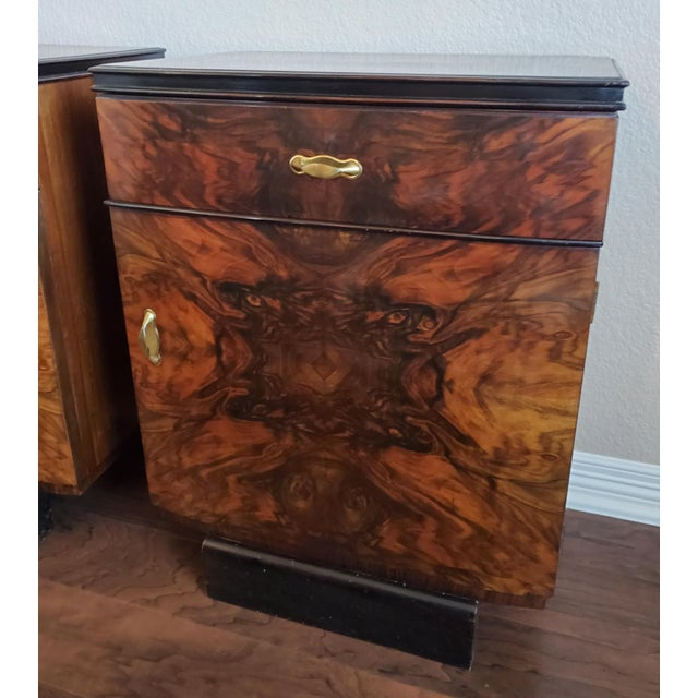 1930s Italian Art Deco Highly Figured & Burled Walnut Bedside Cabinet - a Pair For Sale In Dallas - Image 6 of 12