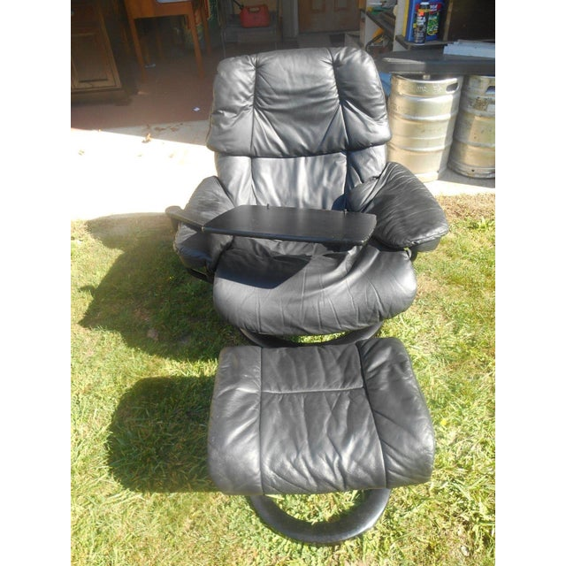 This gorgeous Ekornes Stressless recliner chair and ottoman is in very great condition and was well loved. It is the large...