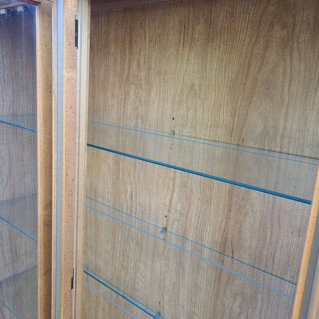 Late 20th Century Vintage Drexel 1pc Breakfront China Cabinet For Sale - Image 5 of 13