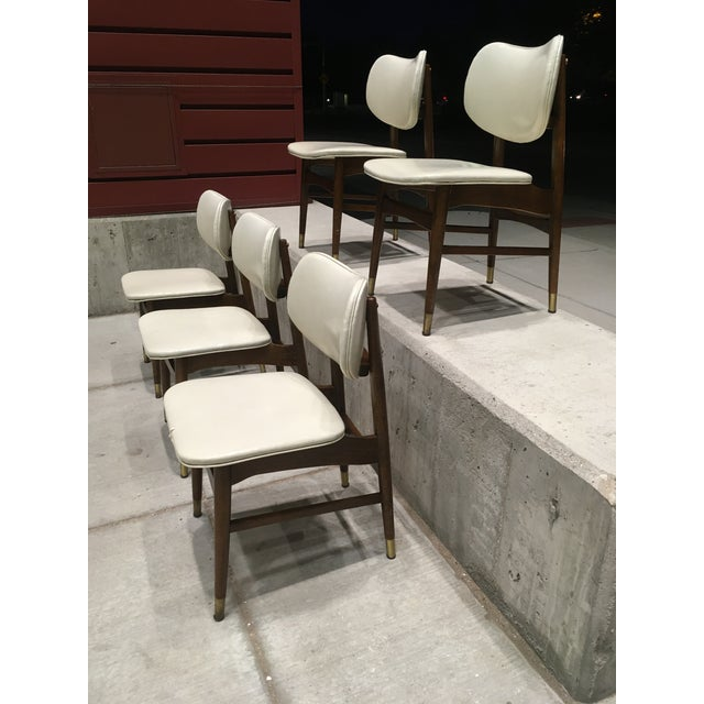 Off-white Mid-Century Modern Thonet Style Walnut and Vinyl Dining Chairs by Shelby Williams - Set of 5 For Sale - Image 8 of 13