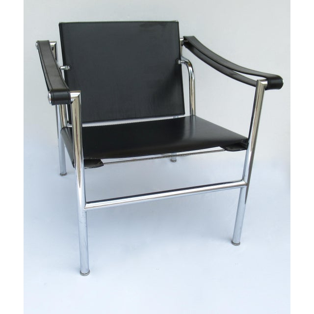 Bauhaus C.1950s-60s Le Corbusier LC1 Basculant Chrome & Black Saddle Leather Sling Lounge Chair For Sale - Image 3 of 13