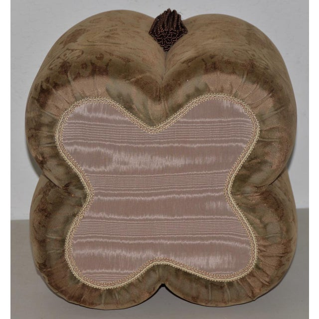 Late 20th Century Plush Velour Fleur De Lis Ottoman / Vanity Seat For Sale - Image 5 of 6