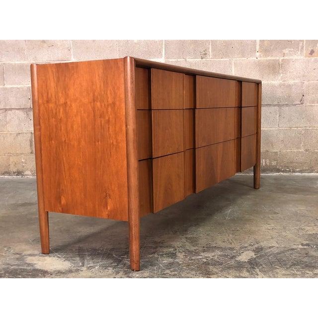 Drexel Barney Flagg for Drexel Parallel Mid-Century Modern 9-Drawer Dresser For Sale - Image 4 of 8