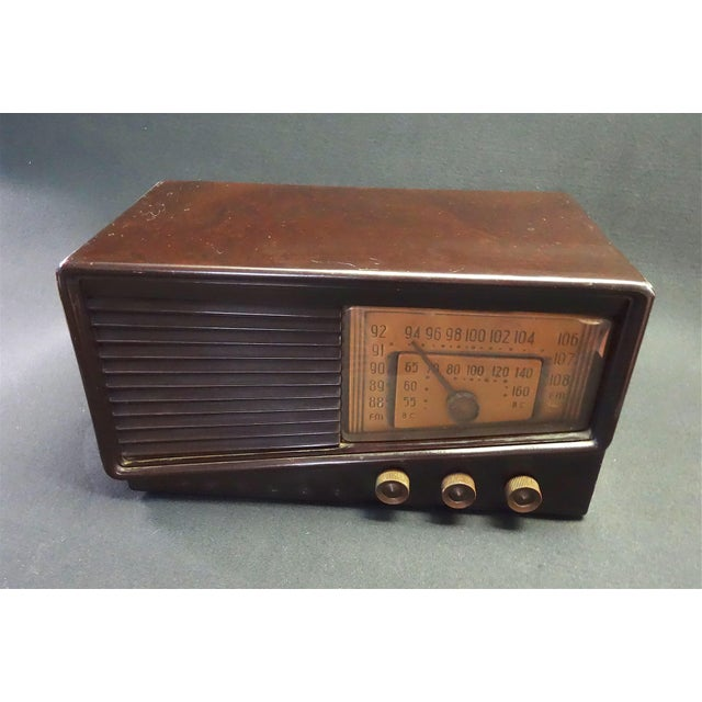 Submitted for your consideration is this Circa 1948 Philco FM / BC (AM) Radio. Presentable in complete original condition...