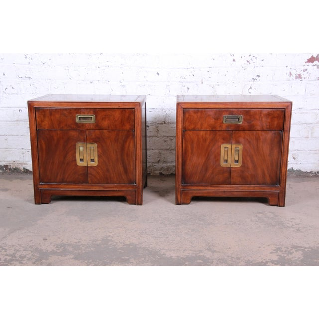 Drexel Heritage Hollywood Regency Campaign Burled Walnut Nightstands - a Pair For Sale - Image 13 of 13