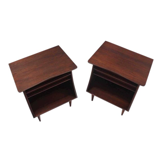 Pair of American Walnut One Drawer Nightstands For Sale