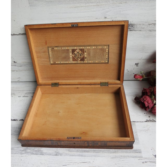 1980s Vintage Syrian Inlaid Mother of Pearl and Wood Marquetry Box For Sale - Image 10 of 12