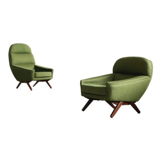 Danish Illum Wikkelso Style High and Low Lounge Chairs by Leif Hansen - a Pair For Sale