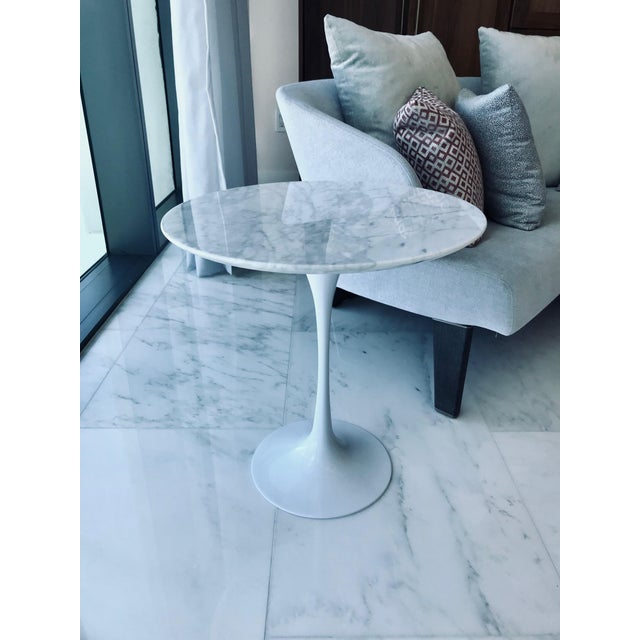 Iconic Mid-Century Modern Tulip Side Table in Carrara Marble For Sale In Miami - Image 6 of 13