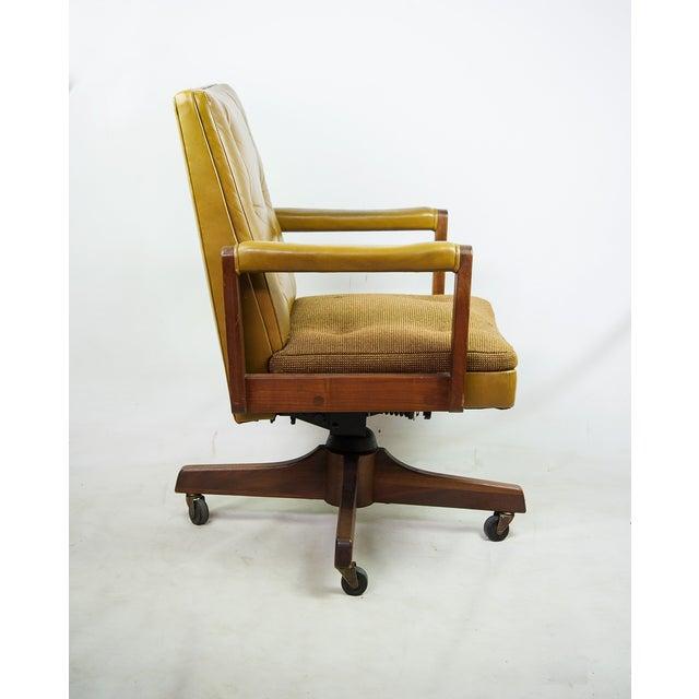 1970s Gunlocke Co. Yellow Swivel Office Chair - Image 5 of 10
