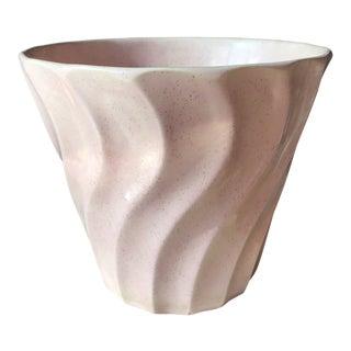 1950s Vintage Bauer Wavy Pink Speckled Ceramic Planter For Sale