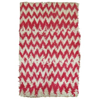 "Turkish White & Pink Shag Rug - 3'6"" x 5'4"" For Sale"