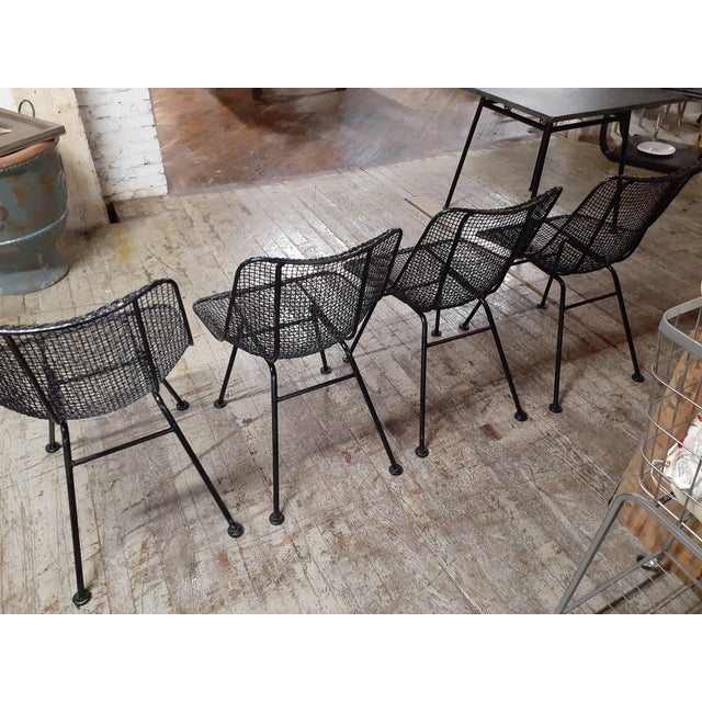 1960s Mid-Century Modern Outdoor Slate Dining Table With Four Sculptura Chairs by Russel Woodard - 5 Pieces For Sale - Image 6 of 9