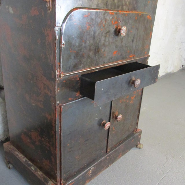 Antique Riveted Steel Campaign Style Vanity and Wash Basin For Sale In New York - Image 6 of 13