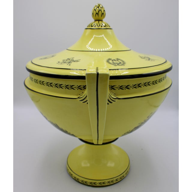 Large Mid 20th Century Italian Mottahedeh Yellow Handled Urn With Artichoke Lid For Sale - Image 9 of 13