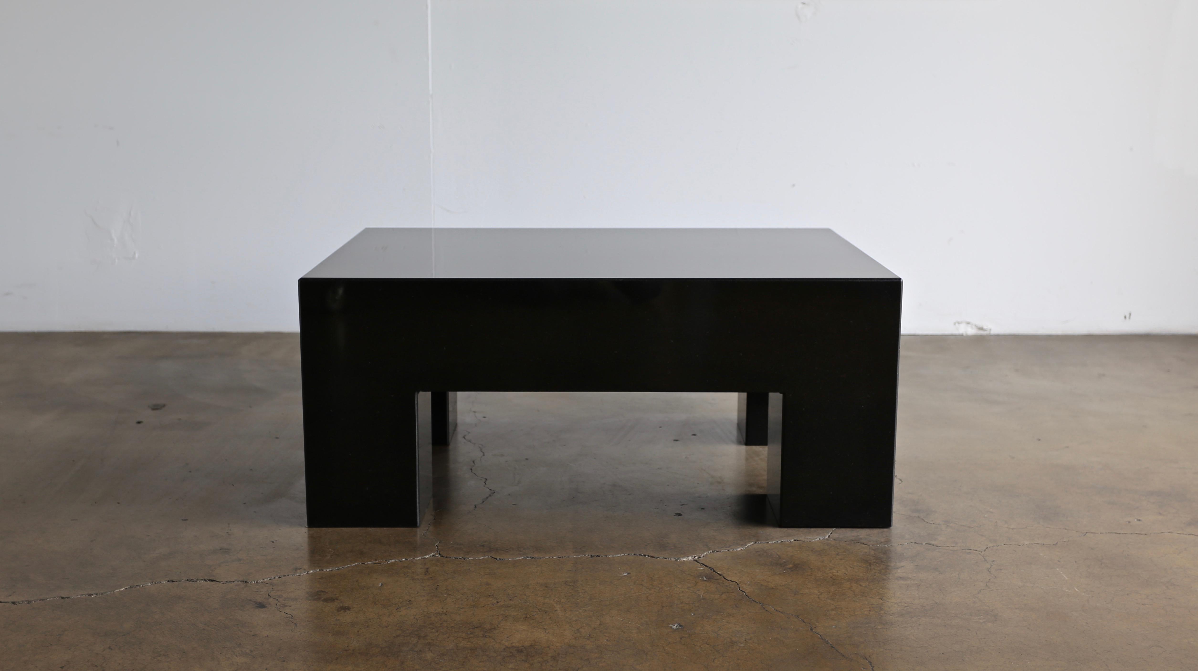 Contemporary Modernist Italian Granite Coffee Table, Circa 1980 For Sale    Image 3 Of 8