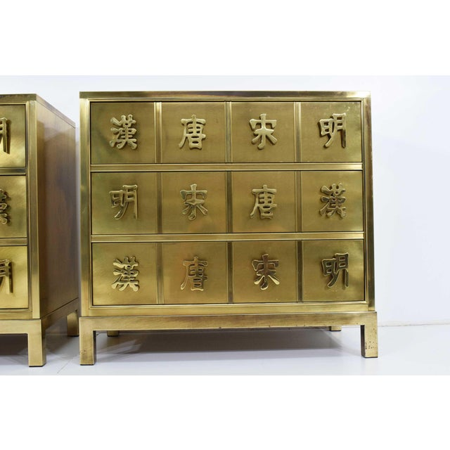 "Gold Mastercraft ""Four Dynasty's"" Brass Veneer Commode Nightstands Chests - a Pair For Sale - Image 8 of 13"