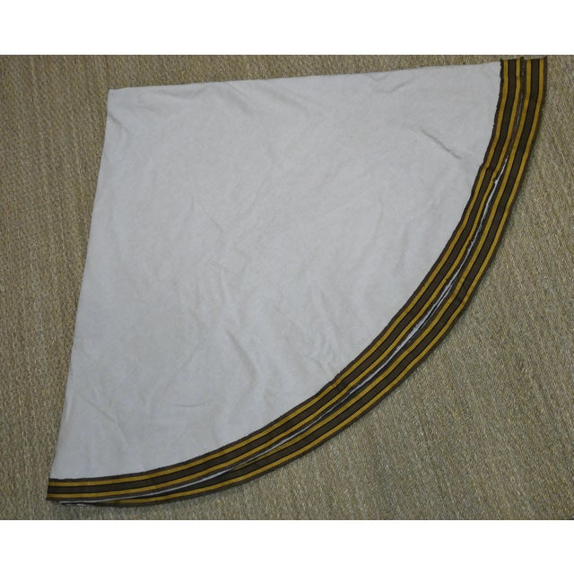 """96"""" Gold Trim Linen Lined Table Cloth For Sale - Image 4 of 10"""