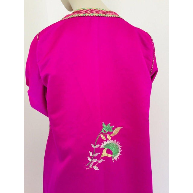 Moroccan Artist Gorgeous Moroccan Caftan in Hot Pink Fuchsia Maxi Dress Kaftan For Sale - Image 4 of 13