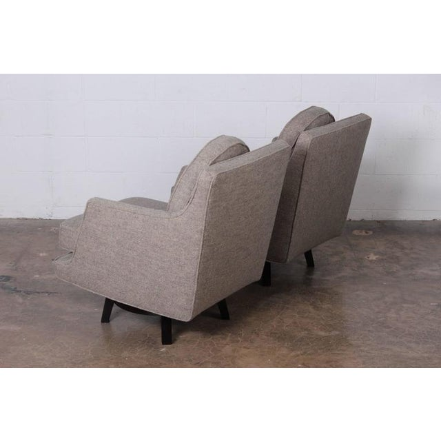 Dunbar Furniture Pair of Swivel Chairs by Edward Wormley for Dunbar For Sale - Image 4 of 10