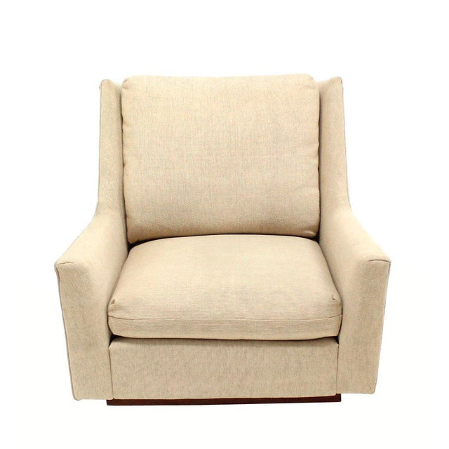 Mid-Century Modern Large Lounge Chair on Walnut Frame Base by Harvey Probber For Sale - Image 3 of 6