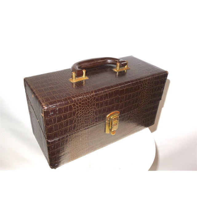 Cinema Equipment Carry Case. Vintage. C. 1940s. Patterned Croc Glossy Canvas Over Wood. Wedge Hinged Top, Pristine For Sale - Image 4 of 8