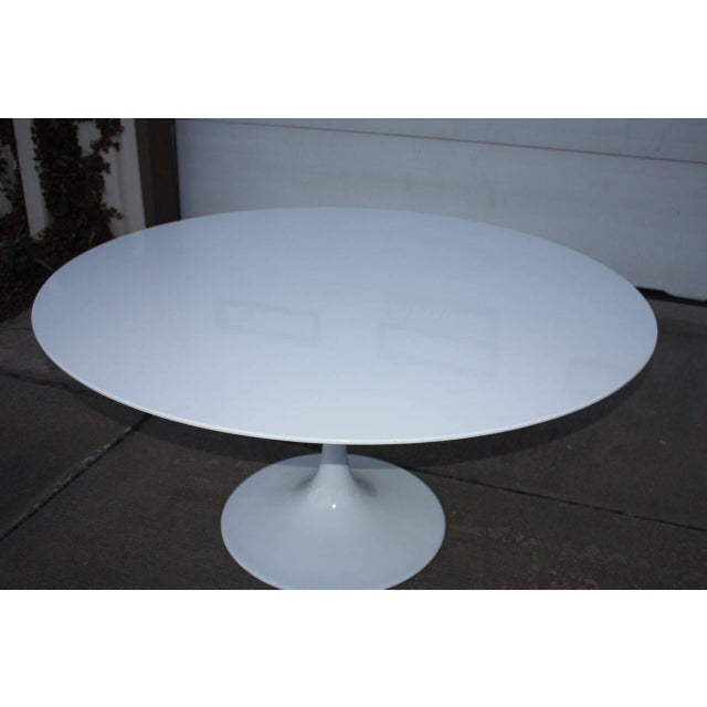 Mid-century modern Eero Saarinen Style white tulip base and round table surface. This table has beveled edges on the top...