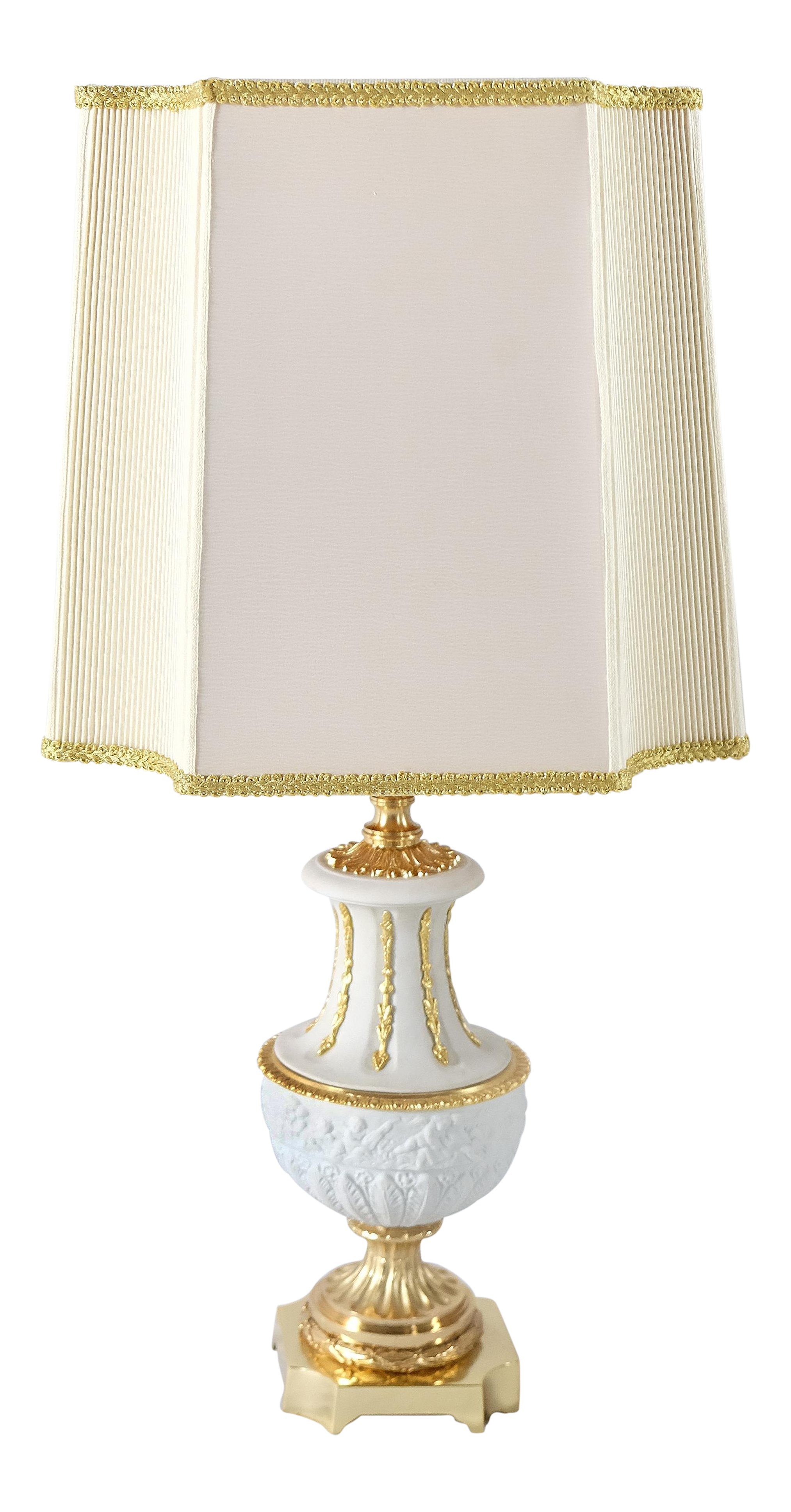 Delicieux Italian Classically Designed Porcelain Table Lamp By Mangani For Sale
