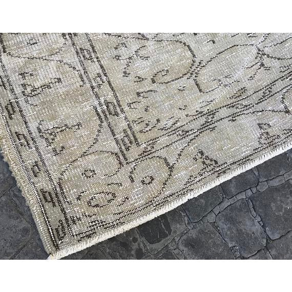 Handwoven Beige Vintage Anatolian Rug - 5′4″ × 8′7″ For Sale - Image 4 of 6