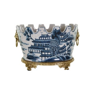 Blue and White Blue Willow Crackle Scallop Rim Porcelain Pot For Sale