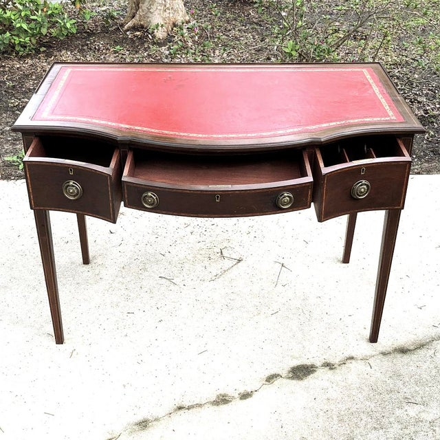 1900 - 1909 Writing Table, Edwardian Period English in Mahogany With Leather Top For Sale - Image 5 of 12