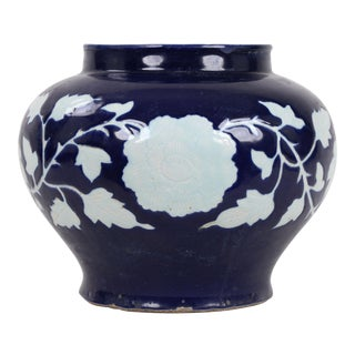16th Century Chinese Ming Dynasty Blue Glaze White Flower Jar For Sale
