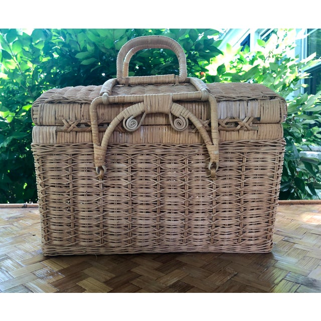 20th Century Boho Chic Natural Woven Wicker Picnic Basket For Sale - Image 4 of 11