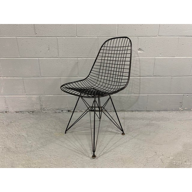 Contemporary Charles Eames Wire Eiffel DKR Chair in Black Coated Metal For Sale - Image 3 of 10