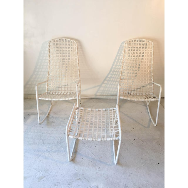 "Mid-Century Modern Brown Jordan ""Lido"" White Rockers & Ottoman - Set of 3 For Sale - Image 3 of 7"