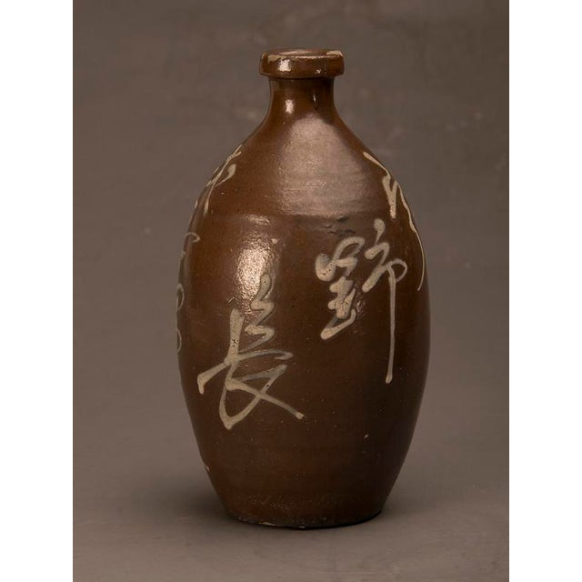 White A trio of hand-made earthenware saki jars from Japan c. 1900 For Sale - Image 8 of 10