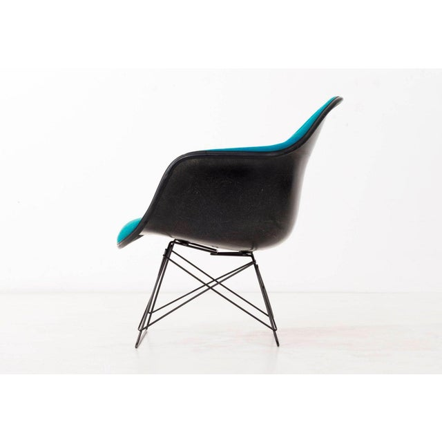 Mid-Century Modern Set of Four Eames LAR Chairs For Sale - Image 3 of 9