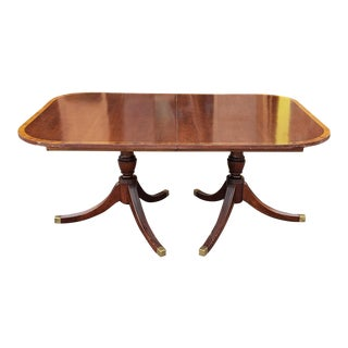 1940s Banded Mahogany Traditional Double Pedestal Dining Room Table W/ 3 Leaves For Sale